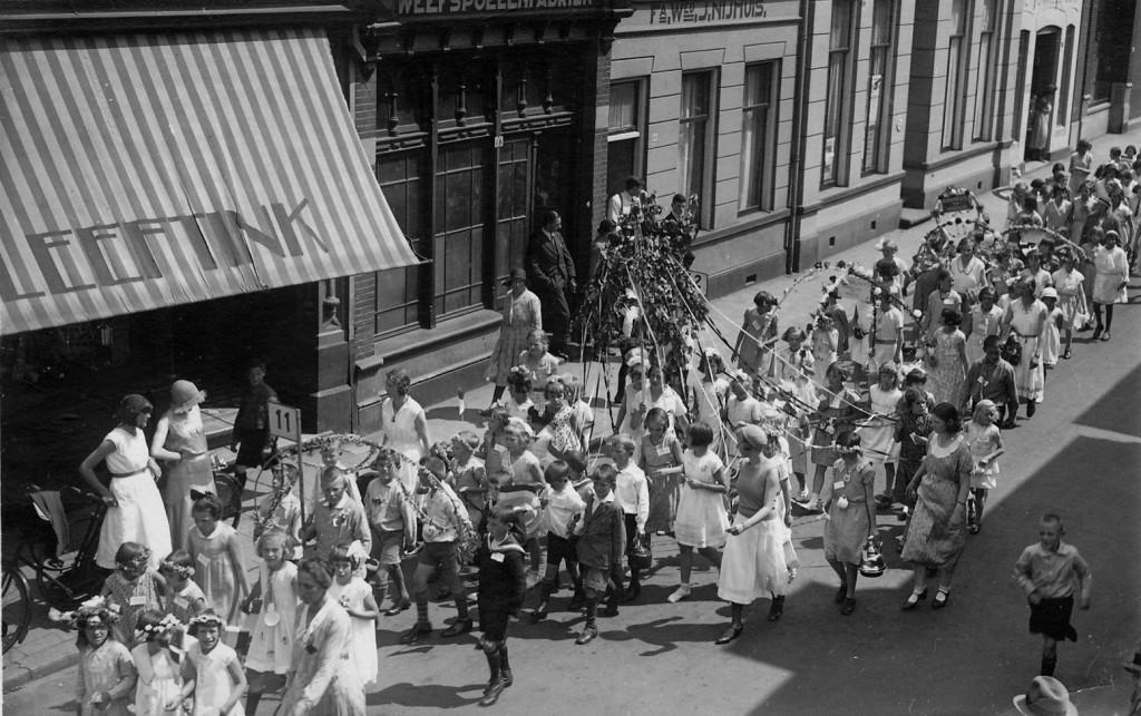 optocht ca 1930 Oldenzaalsestraat