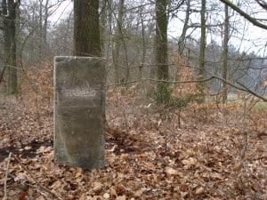 steen aan het Lonnekermeer (2)